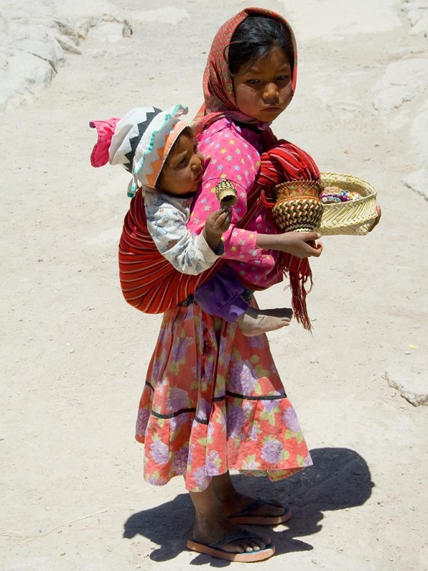 tarahumara_girl_carrying_her_brother