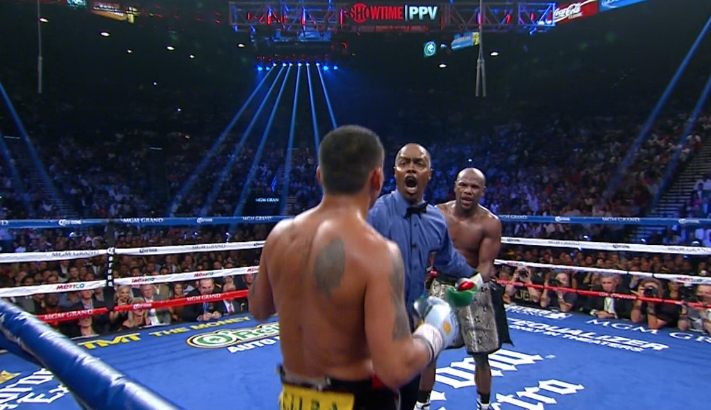 referee yelling at mayweather maidana fight
