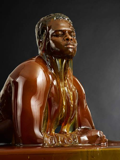 He-Poured-Honey-Over-Bare-Bodies-The-Result-Is-Breathtaking-2