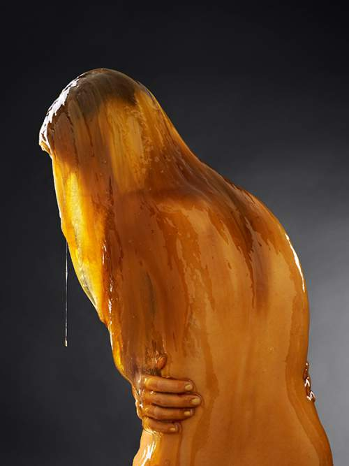He-Poured-Honey-Over-Bare-Bodies-The-Result-Is-Breathtaking-3