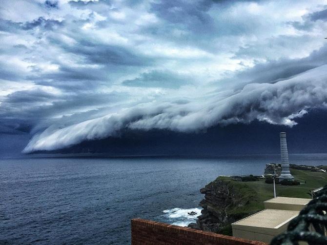 TW_massive-cloud-tsunami-sydney-australia01_670