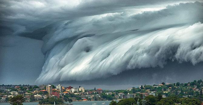 TW_massive-cloud-tsunami-sydney-australia02-001_670