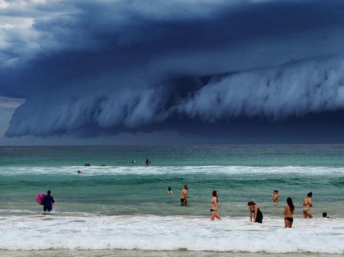 TW_massive-cloud-tsunami-sydney-australia07_670