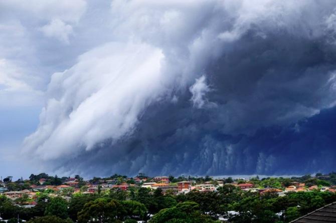 TW_massive-cloud-tsunami-sydney-australia11_670