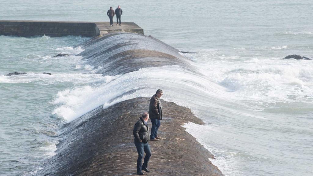 LES SABLES D OLONNE : High tide.