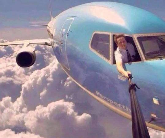 selfie-pilot-plane-crazy-photo