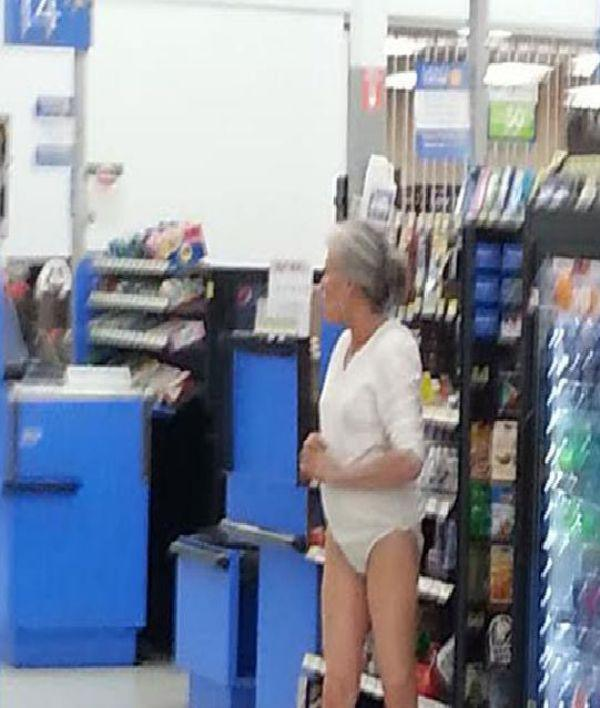 the-people-of-walmart-are-on-another-level-32-photos-10
