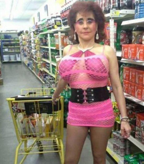 the-people-of-walmart-are-on-another-level-32-photos-13