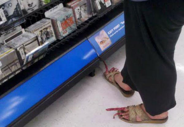 the-people-of-walmart-are-on-another-level-32-photos-28