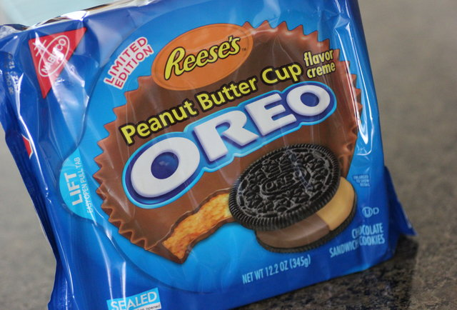 we-tried-the-new-reese-s-peanut-butter-cup-oreos