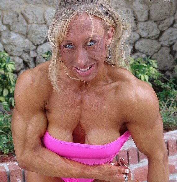 weird-female-bodybuilder02